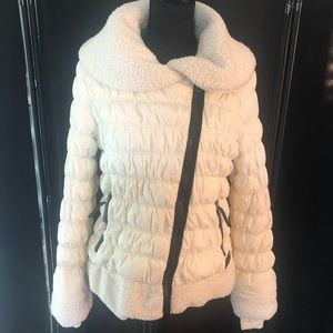 White puffer 🧥 coat with lots of pockets!